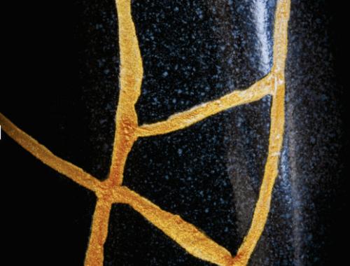 vaso rotto riparato con oro